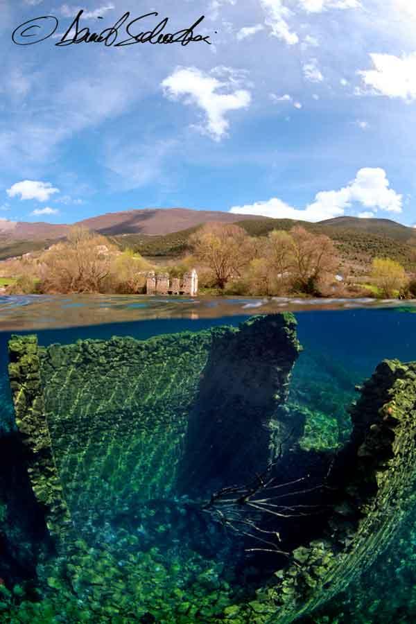 Il Colorificio semi-sommerso dalle acque del lago